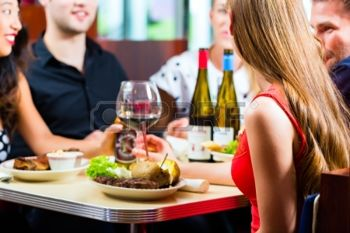 22880296-friends-or-couples-eating-fast-food-and-drinking-beer-and-wine-in-a-american-fast-food-diner